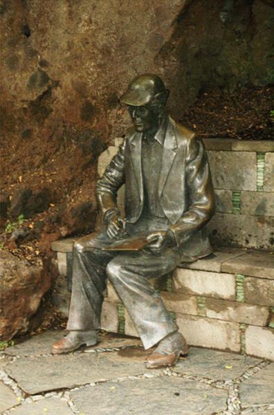 Escultura de Sventenius. Autora Ana Luisa Benítez, 2002 -