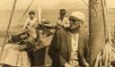Sventenius con marineros, en barquillo camino Islas Salvajes 1953 -