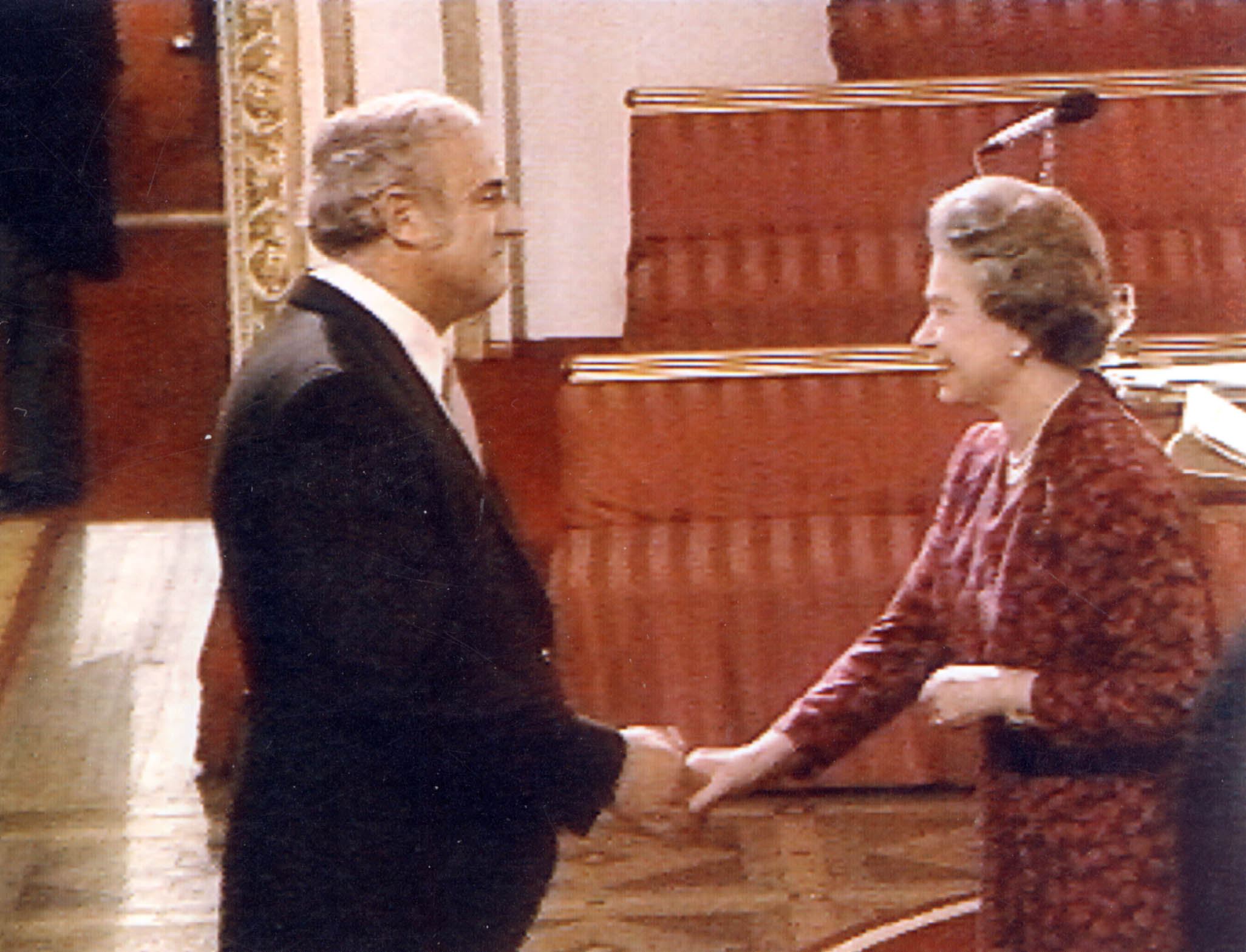 David Bramwell con la Reina Isabel II, 1991 -