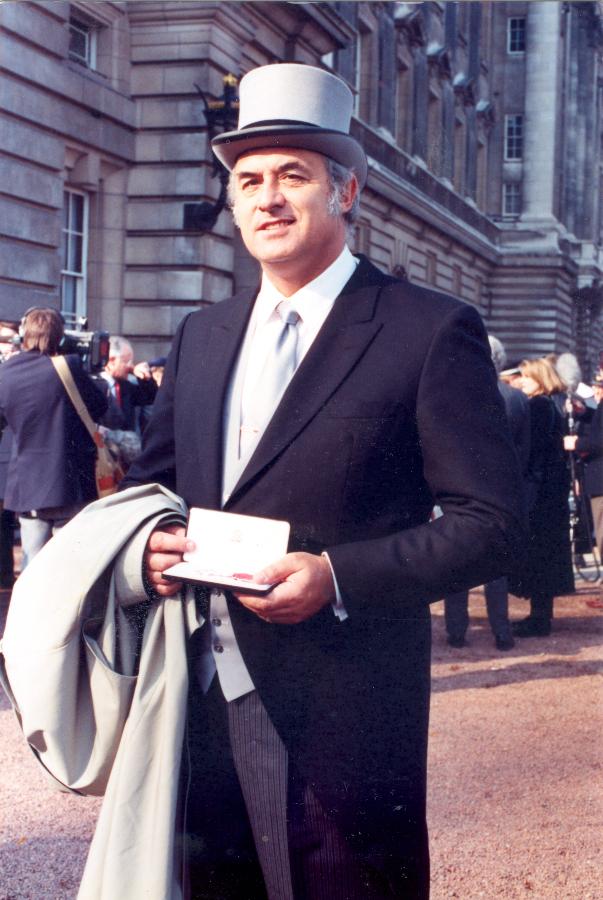 David Bramwell recibe la medalla Sir Peter Scott,  Londres 1991 -